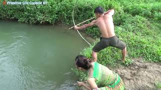 Primitive Technology: Wild Life Catch Big Fish by Bow - Survival Skills Unique Hand Fishing