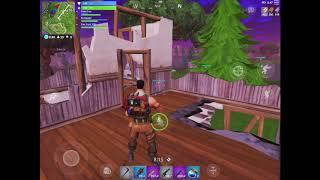 FIRST TIME PLAYING FORTNITE BATTLE ROYALE ON MOBILE...AND FOUND MY FIRST LEGENDARY SCAR (Gameplay)