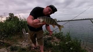 Рыбалка на закрытом озере Чистейшая вода Окунь и щука на спиннинг