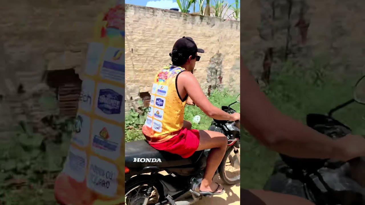 Fugindo do CARA DA MOTO 😂🛵