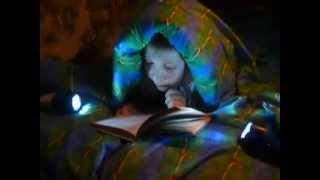 Чтение под одеялом.