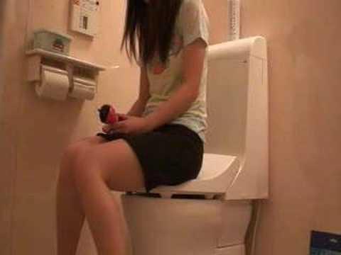 RE: 女子トイレで隠れて...