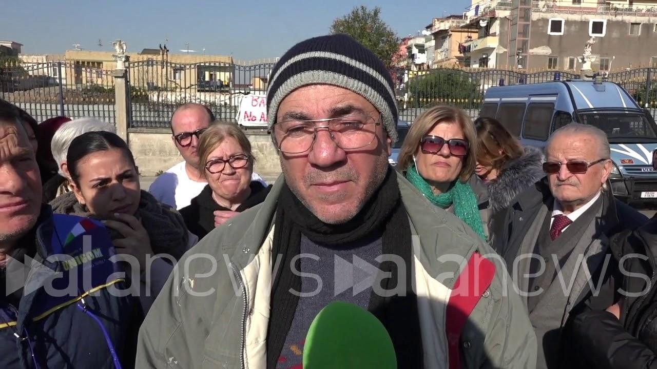 """Napoli, cittadini contro la rete 5G: """"Via le antenne dai centri abitati"""""""