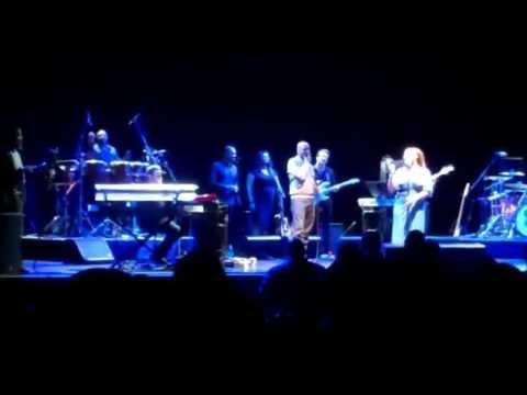 Lalah Hathaway brings Anita Baker on stage at Club Nokia