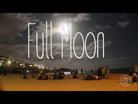 FULL MOON IN BRONTE BEACH