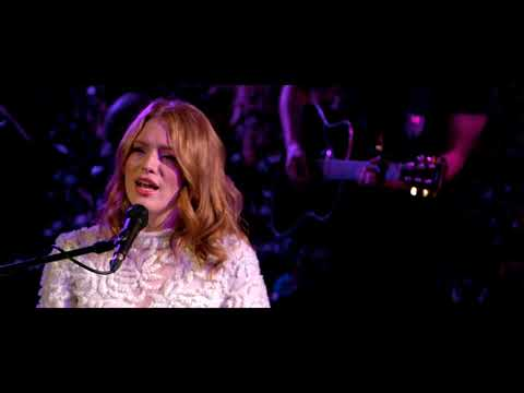 Смотреть клип Freya Ridings - Ultraviolet