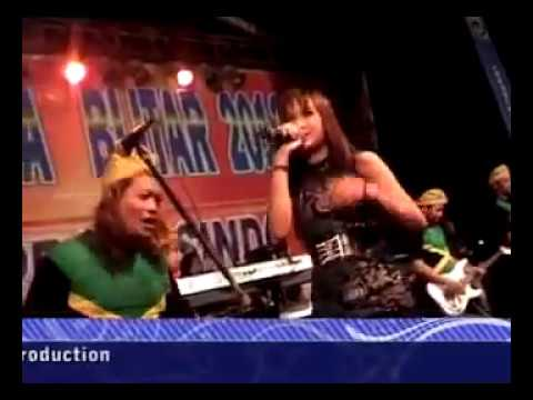 Lagu Santai - Nella Kharisma  [Live In Pekan Raya Blitar]