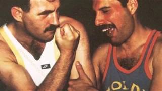 Freddie Mercury's relationship with his husband/boyfriend Jim Hutton (1985-1991) ♥