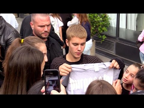 EXCLUSIVE : Justin Bieber Making Sure His Fans Bought His Merch For The Purpose Tour In Paris