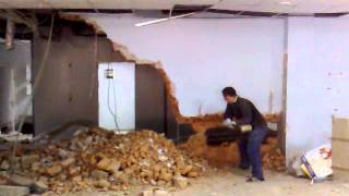 ДЕМОНТАЖ СТЕНЫ ПО-ВЗРОСЛОМУ!!!(г.Кривой Рог---ремонт в супермаркете))), 2013-01-31T10:09:00.000Z)