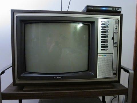 """1976 17"""" Sony Trinitron KV-1741R"""