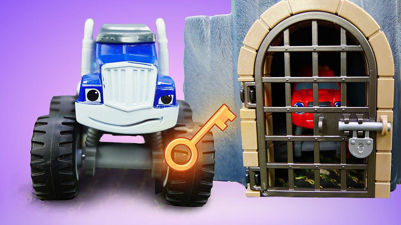 ¡McQueen gana un mapa del tesoro en la carrera! Historias con coches de carrera de juguete