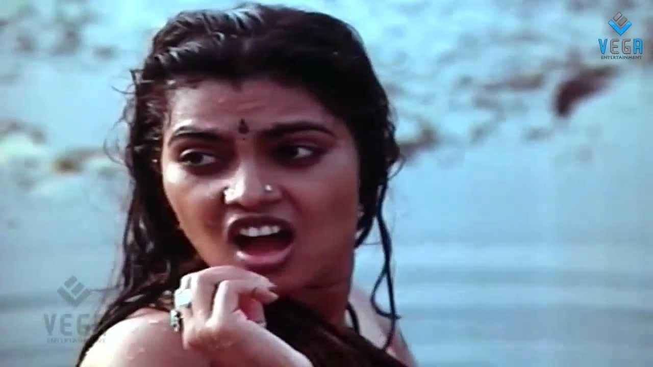 thambikku oru pattu movie silk smitha enjoying in pond