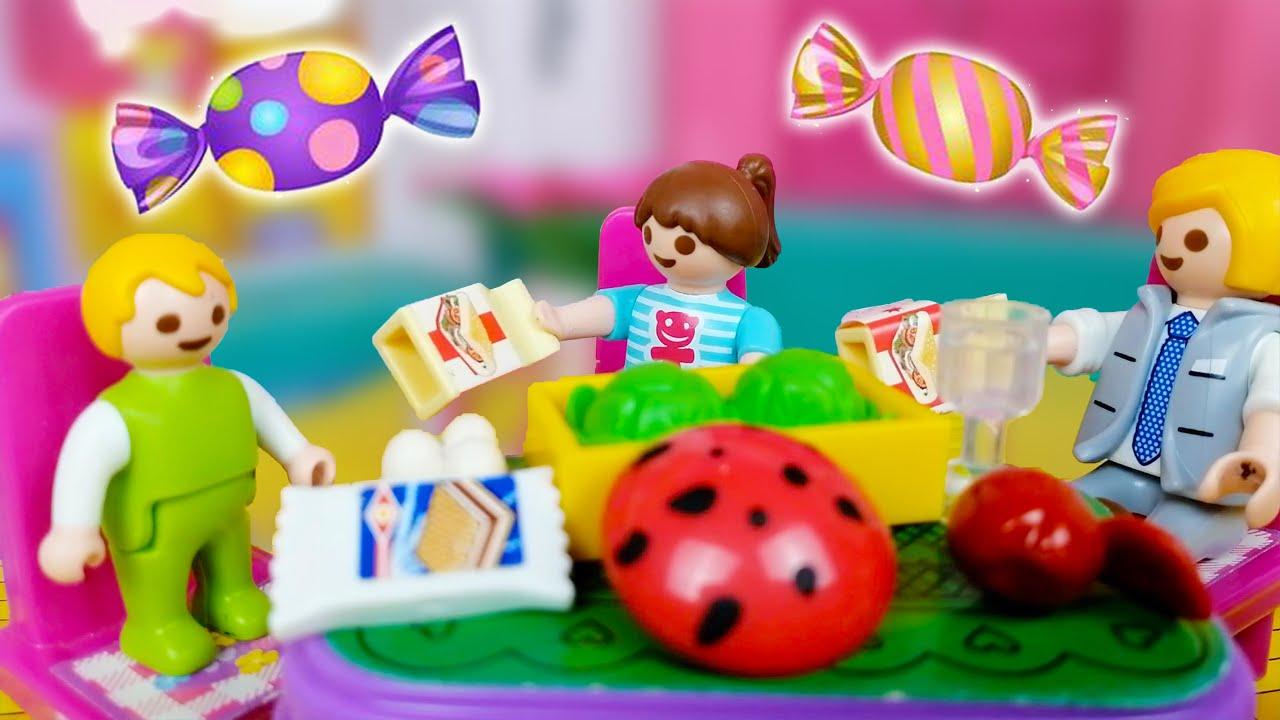 شوف حصل ايه لخوخة من اكل الحلويات - عائلة مريم و السنافر - قصص اطفال - story for kids