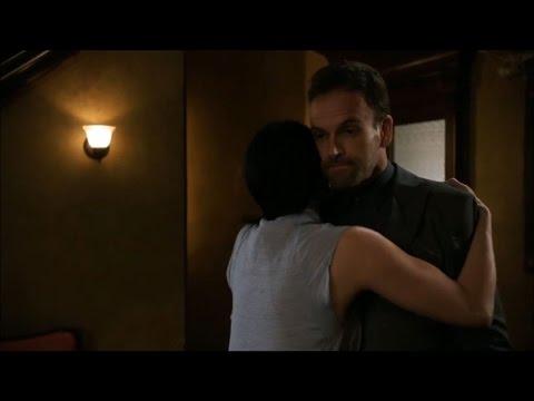 Elementary 4x01 - Watson hugs Sherlock
