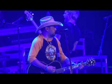 "Jason Aldean In Kansas City ""Rearview Town"" 5/10/18"