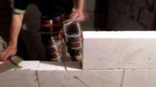 Наш папа делает подвал.Как сделать  подвал(В этом видео наш папа делает подвал своими руками., 2016-05-29T12:42:15.000Z)