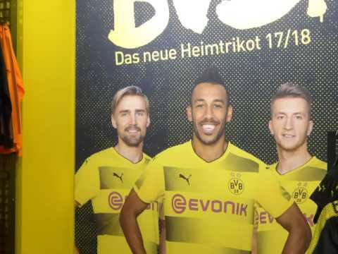 BVB Sebastian Kehl Gibt Autogramme Im Kaufhaus MALL Of BERLIN  Ein Fanshop Wurde Auch Eröffnet
