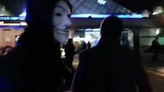 Vendetta Maskeli Gençler Starbucksu Basıyor