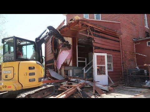 Red Rooster Inn Restoration 20: Learning to Demolition with an Excavator