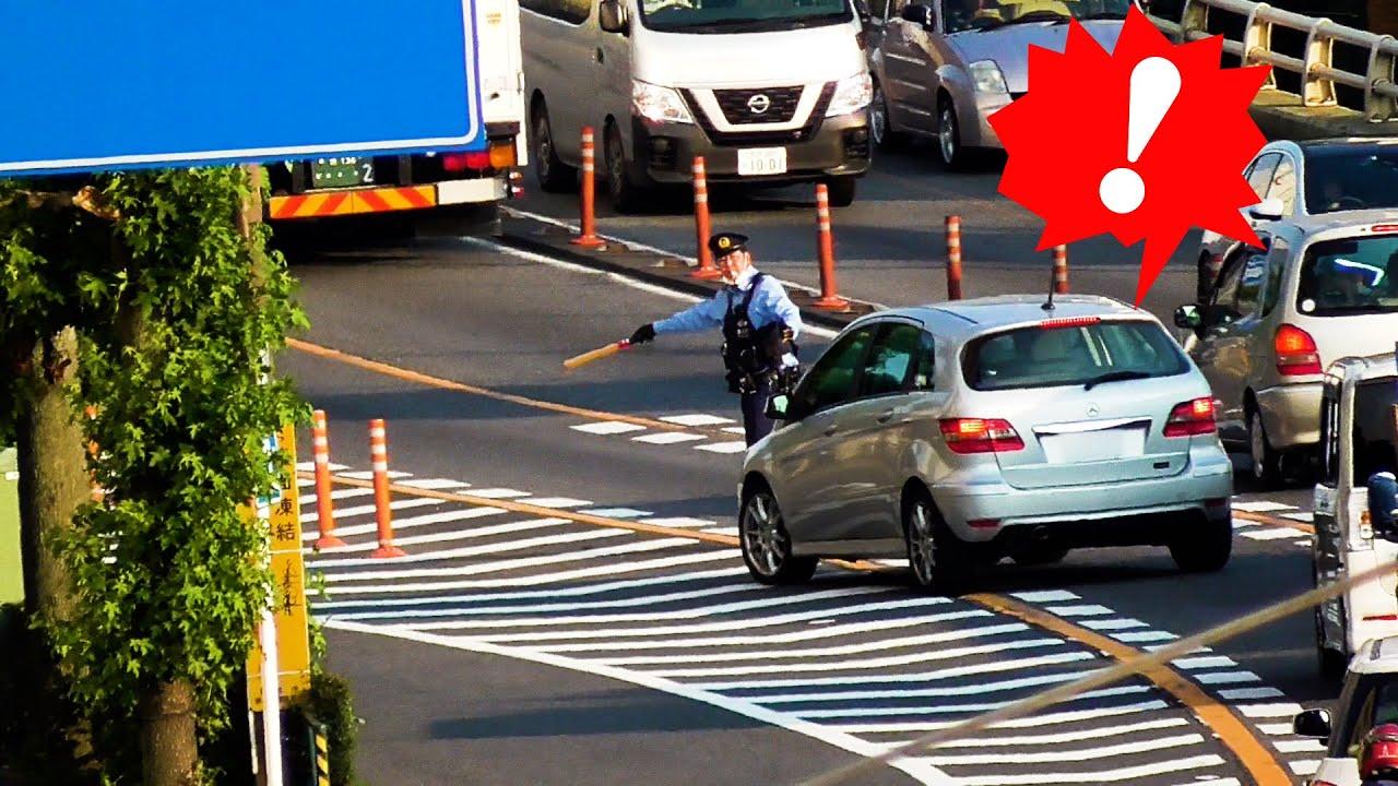 さすが安定のベンツ(笑)黄色線を守る気のないこの運転手は違反金の6000円より違反処理の10分の方が痛いかな?