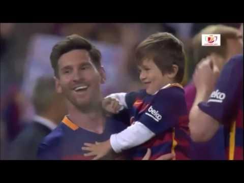 Barca mừng công Messi hôn vợ, Pique cắt lưới