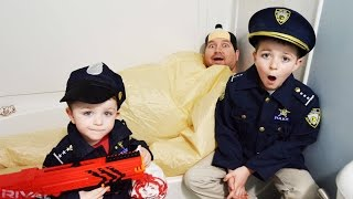 SUMO steals Kid Cops Wendy's Lunch food! Brothers find him in bathtub silly funny kid channel video