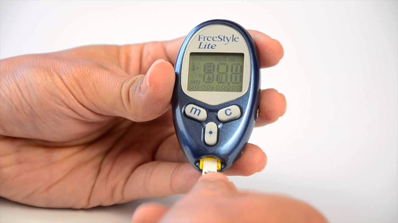 abbott s freestyle lite blood glucose meter demonstration youtube