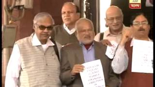Left MPs in Sit-in protest outside parliament demanding CBI probe in Saradha scam