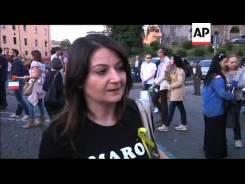 Hundreds march through Rome in support of two Marines held in Indian prison