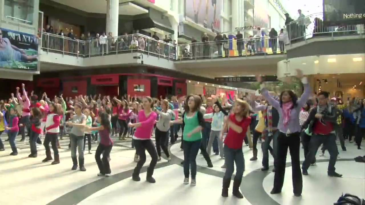 The most interesting flash mob in history 21