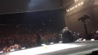 #57 Adele Invites Fan Onstage to Sing (ORIGINAL)