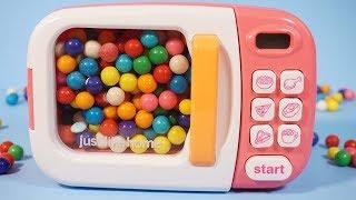 微波爐泡泡糖變魔術,變出佩佩豬粉紅豬小妹與朵拉出奇蛋玩具