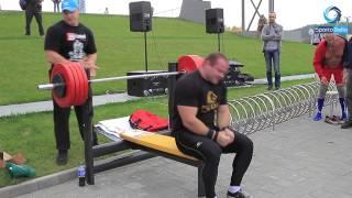 Александр Курак - жим лёжа от груди 230 килограмм играючи (обычное дело) Alexander Kurak strongman