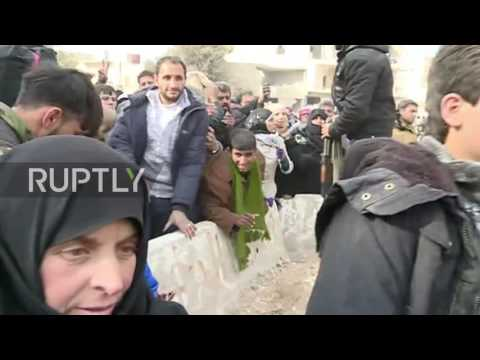 Syria: Liberated Aleppo residents receive aid from Russian Reconciliation Centre