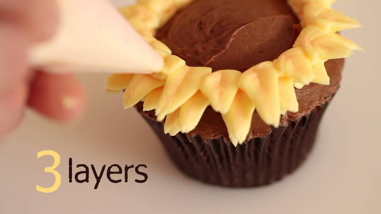 Zoe Clark S Piped Ercream Sunflower Cupcake Project Craftsy Cake Decorating