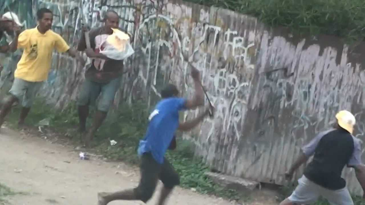 Rampage at Taurama Foodland, Port Moresby, PNG - YouTube