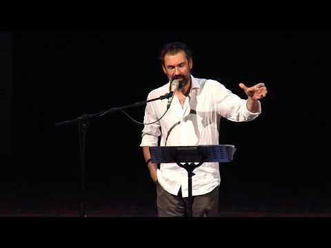 """Fabrizio Gifuni: lettura integrale de """"Il pianto della scavatrice"""" di Pier Paolo Pasolini"""
