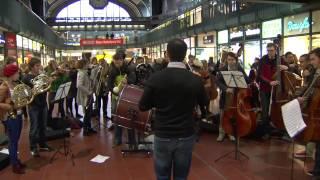 """Flashmob - junge norddeutsche philharmonie - Hamburger Hbf - """"in der Halle des Bergkönig"""""""