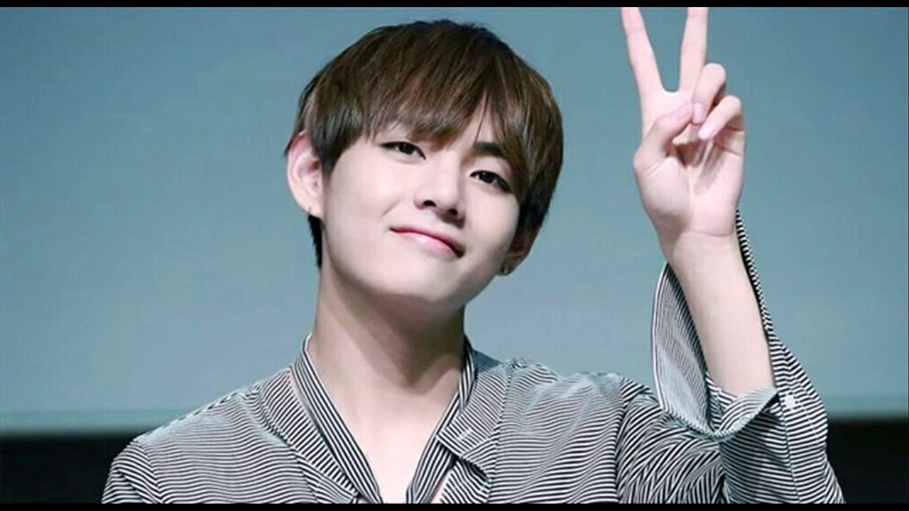 Bts V Cute Photos Kpop Boy Band Fans 2018 Famous Kpop Singer 2019