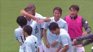CKのチャンスで中村 俊輔(磐田)の左足から放たれたボールがゴールに吸...