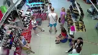 Сын президента федерации карате нокаутировал продавщицу. Видео с камер!