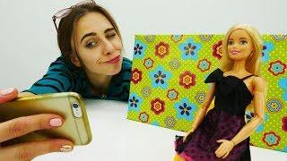 Барби стала видеоблогером! Делаем фон для съемок.