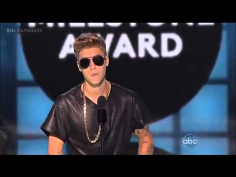 Justin Bieber Gets Booed While Receiving The Milestone  Billboard Awards 2013