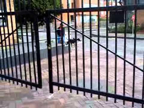 Puertas de paquedero automaticas por brazos youtube - Hidraulicos para puertas ...