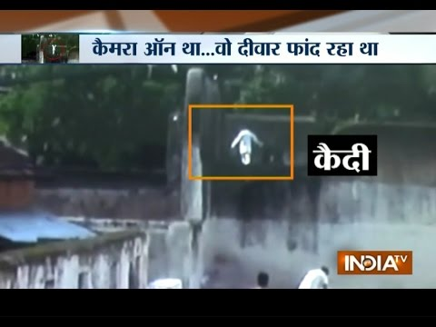 Murder Convict's Jail Break Attempt Caught on Camera - India TV