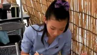 8月18日、2010Jリーグ特命PR部女子マネの足立梨花さんが広島ビッグアー...