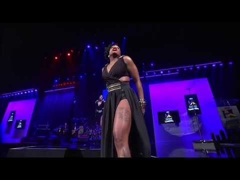 Fantasia Performs  When I See You  at Steve Harvey's Neighboorhood Awards