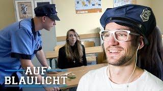 LEHRERIN verkauft DROGEN an SCHÜLER! | AUF BLAULICHT | JONAS | REACTION