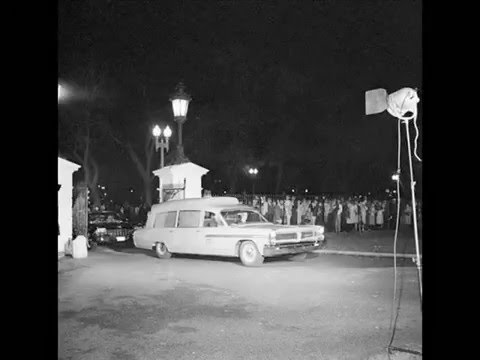 JFK'S BODY ARRIVES AT THE WHITE HOUSE ON 11/23/63 (SID DAVIS REPORTS FOR WESTINGHOUSE BROADCASTING)